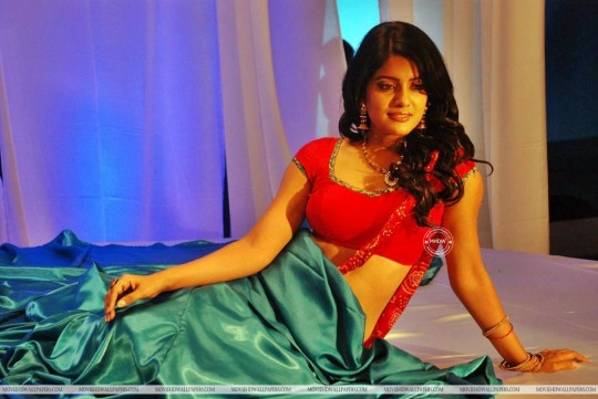 Kanna Laddu Thinna Aasaiya Actress Vishakha Singh