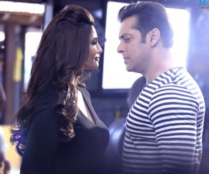 Jai Ho1 300x250 Jai Ho 2014 Hindi Movie Wallpapers