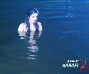 Ragini MMS 2 Sunny Leone Red in Water
