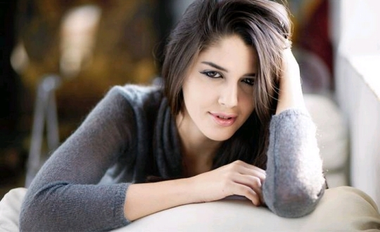 Izabelle Leite HD Wallpapers