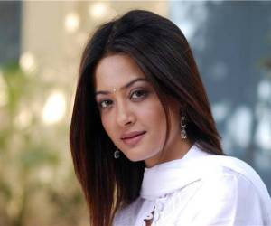 Surveen Chawla HD Wallpapers