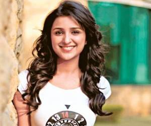 parineeti-chopra-cute-smile-hd-wallpapers
