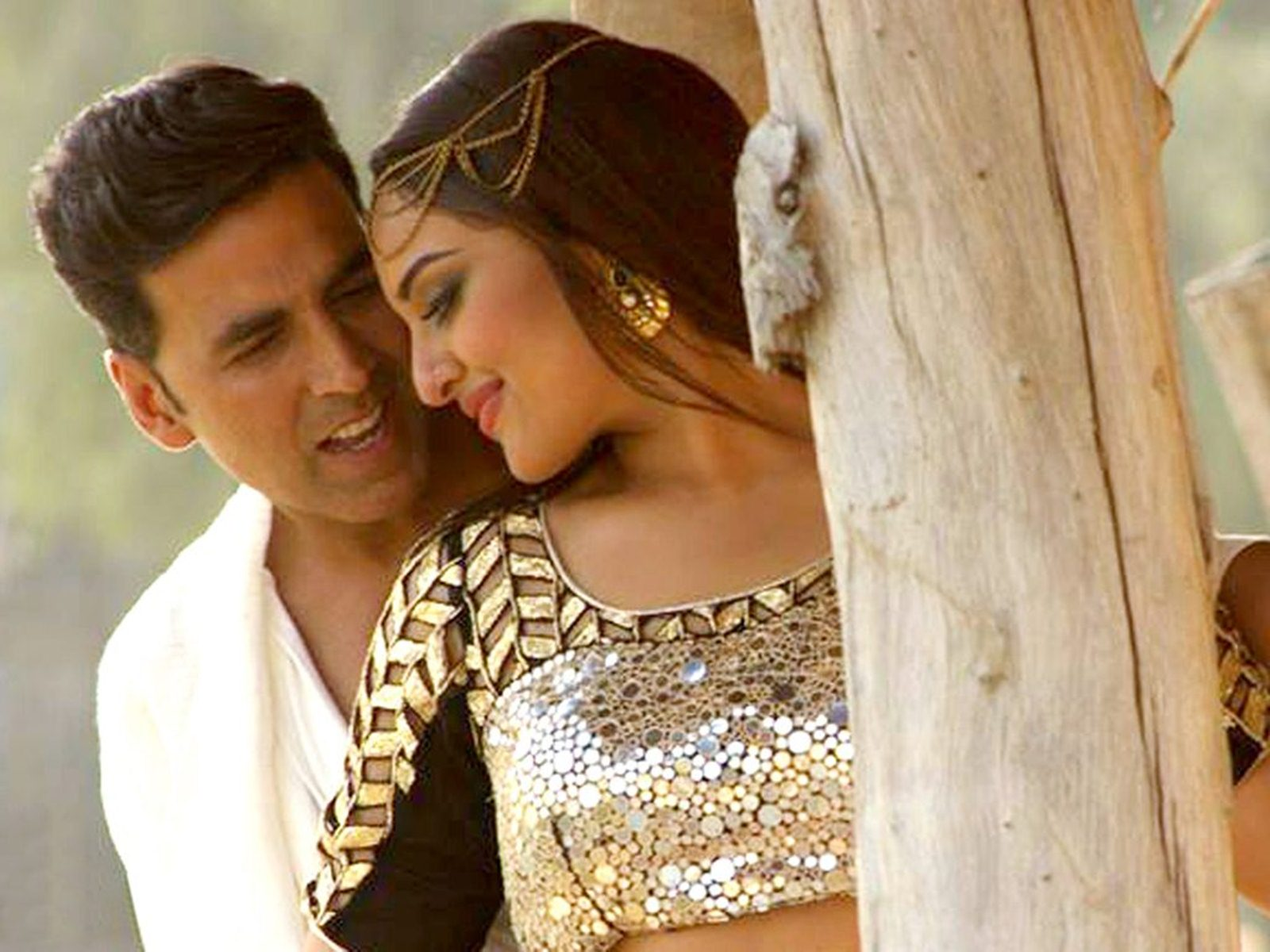 Holiday 2014 movie romantic scenes holiday bollywood movie wallpapers