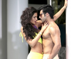 Main Tera Hero Hot Nargis and Varun Wallpapers